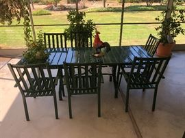 Very nice green enamel / aluminum patio table with 6 chairs, both ends of table fold down!