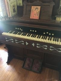 antique original Reed Organ in excellent condition