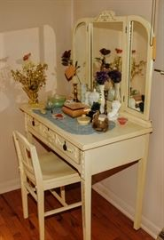 NICE 1920's DRESSING TABLE