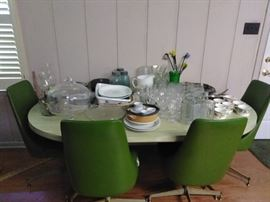Vintage dinette table/chairs