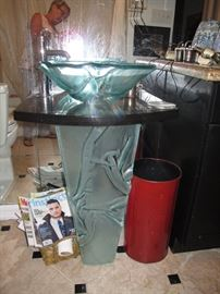 Cast glass pedestal sink