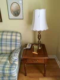 2 Matching End Tables & Lamps