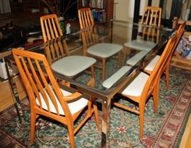 CHROME AND GLASS TOP EXTENSION TABLE AND DANISH STYLE CHAIRS