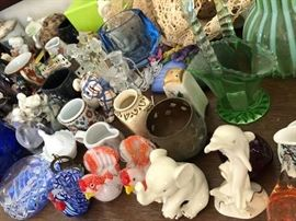 Lots of glassware & collectables...