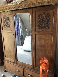 Beautiful antique wardobe - priced to sell!