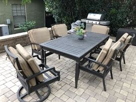 Broyhill Patio Table with 6 Chairs