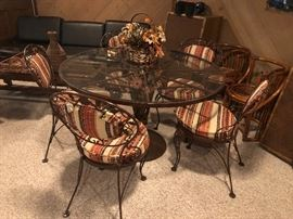 Mid Century to Retro Metal Iron Table with glass top and 5 chairs