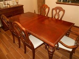 broyhill solid wood dining table w/ 6 chairs