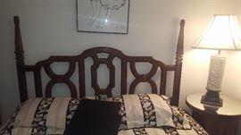$40   lattice style wood bedframe