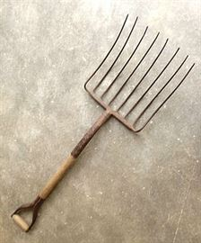 A Complete & Whole Early 1900's 8-Tine Dung Fork