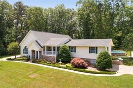 Very well maintained attractive home