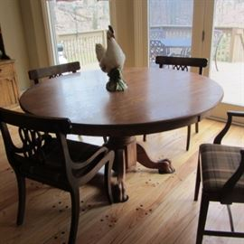 SOLID OAK ROUND PEDESTAL TABLE
