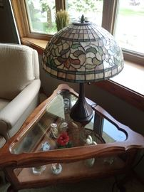 TRIANGLE CURIO END TABLE / STAINED GLASS LAMP
