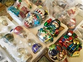 Ornaments and music boxes.