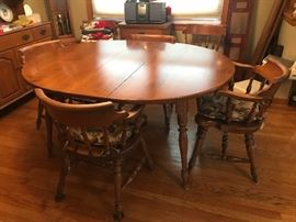 Gorgeous table and 6 chairs - includes 2 leafs as well!