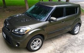 2012 KIA SOUL WITH 67,XXX MILES. POWER WINDOWS, BLACK INTERIOR.