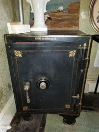 Herring - Hall - Marvin triple locking and combination safe, 1913 with original Paper Instructions...Nice Find!!