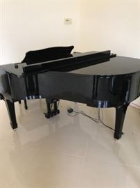 Yamaha baby grand piano /player
