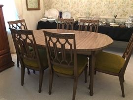 Very nice resin dining set. Very sturdy & in very good condition