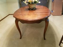Ethan Allen Dining Table with 2 leaves