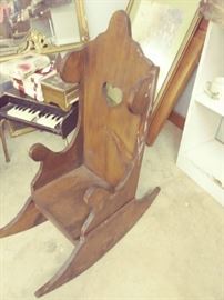 ANTIQUE CHILDS ROCKING CHAIR.