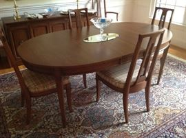 Mid Century Style Dining Table / 6 Chairs $ 450.00 - Excellent condition !!