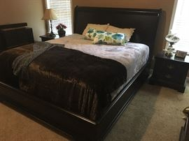 King size sleigh-bed