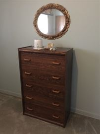5 drawer dresser / vintage mirror