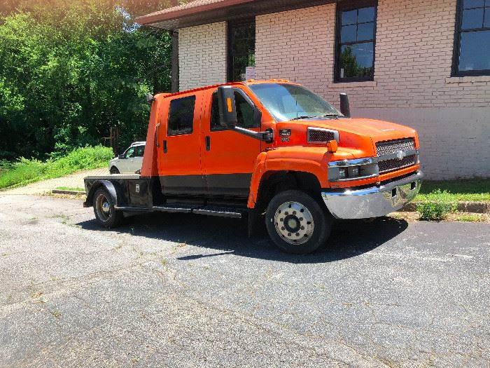 2003 Chevy 5500 Diesel Truck. Needs to be charged.