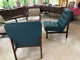 39. Pair of Florence Knoll Blue Tufted Parallel Chairs w/ Walnut Frame Base (24'' x 32'' x 36'')