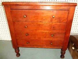 Small Vintage 4-drawer Dresser