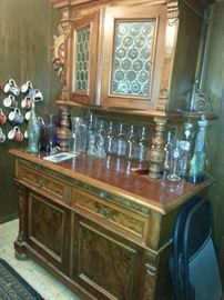 SIDEBOARD BOTTLED GLASS DOORS AND BURL
