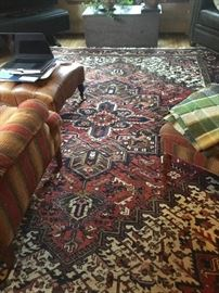 Gorgeous 8.5 x 11 Heriz rug beautifully cared for with wonderful warm colors