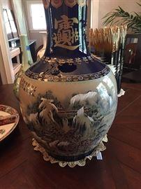 Very large Chinese Jingdezhen Porcelain Vase