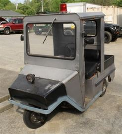 3 wheel cushman scooter with utility bed
