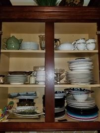 Extensive kitchen ware!