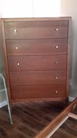 Dresser that has matching sleigh bed and 1 nightstand
