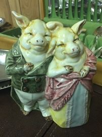 What a chic couple of hogs!