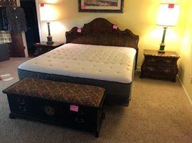 Henredon King bedroom suite, Lane Asian style cedar chest, 2 lamps, Memory foam like new mattress!