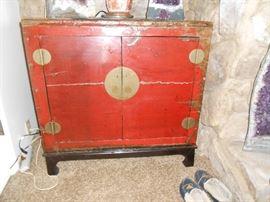 Oriental chest with 1 shelf