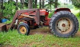IH 574 Utility Tractor