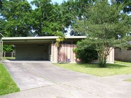 Mid Century house on quiet cul de sac in Metairie.