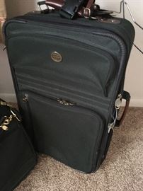 Matches other luggage