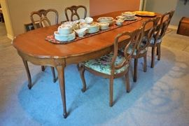 Dining table and 6 chairs (3 leaves)