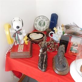 vintage Snoopy push button phone