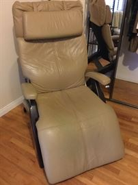 Fabulous leather tecliner chair, goes way back for a nice nap, very stylish and great condition