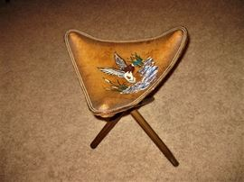 Leather Embossed Duck Stool (Collapsible)