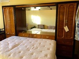 Queen Thomasville bedroom suite.  Excellent condition!