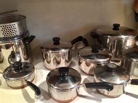 LARGE SELECTION OF KITCHEN ITEMS