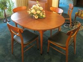 Lane Table with Leaves and 6 Chairs